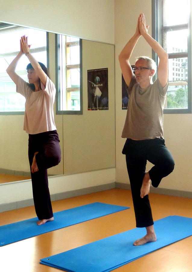 posture de l'arbre Hatha Yoga